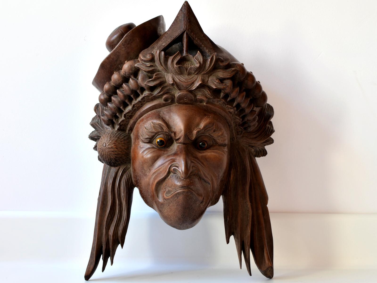 Masca chinezeasca din lemn exotic
