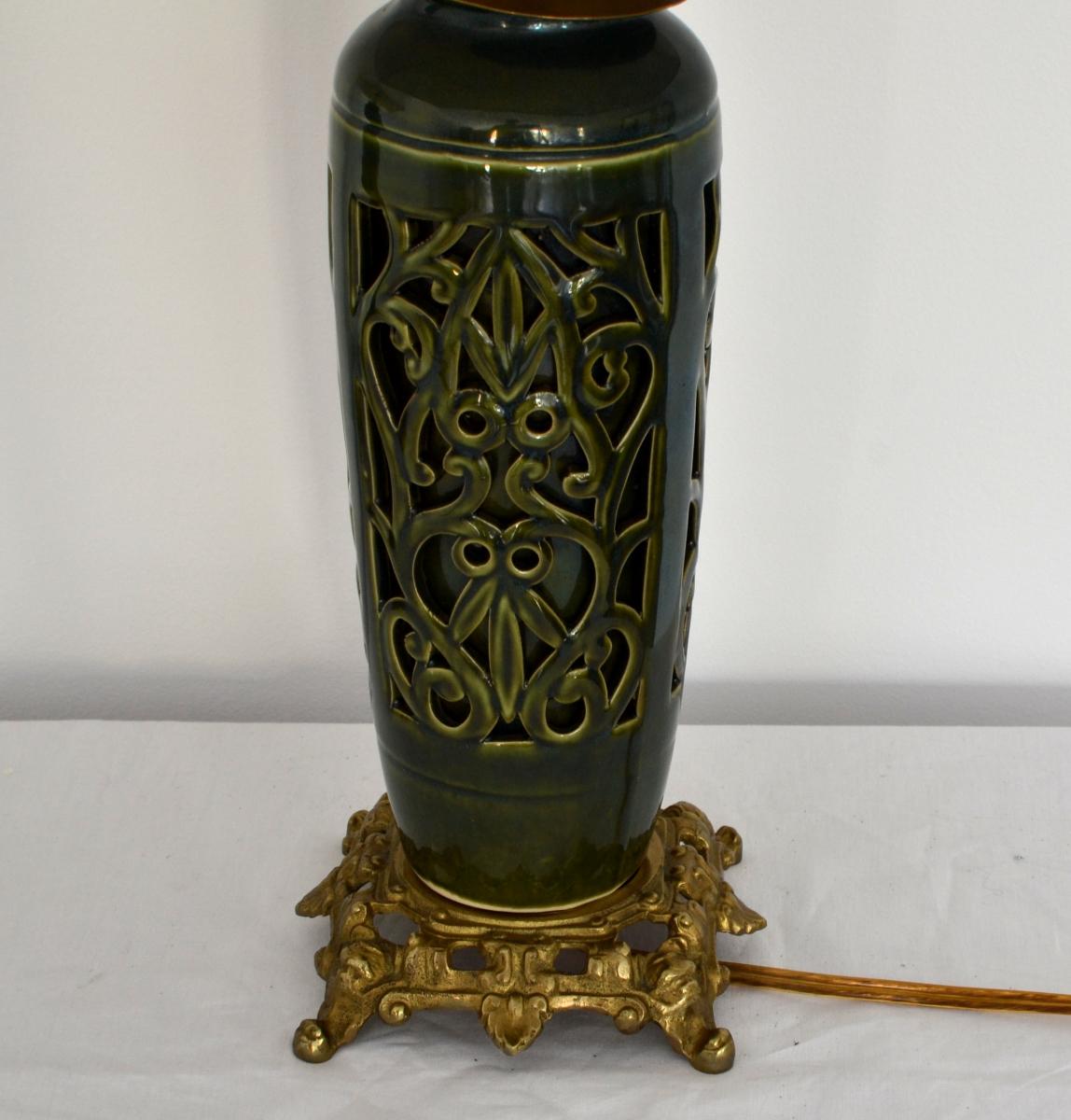 Set lampi cu corp de portelan dantelat si bronz