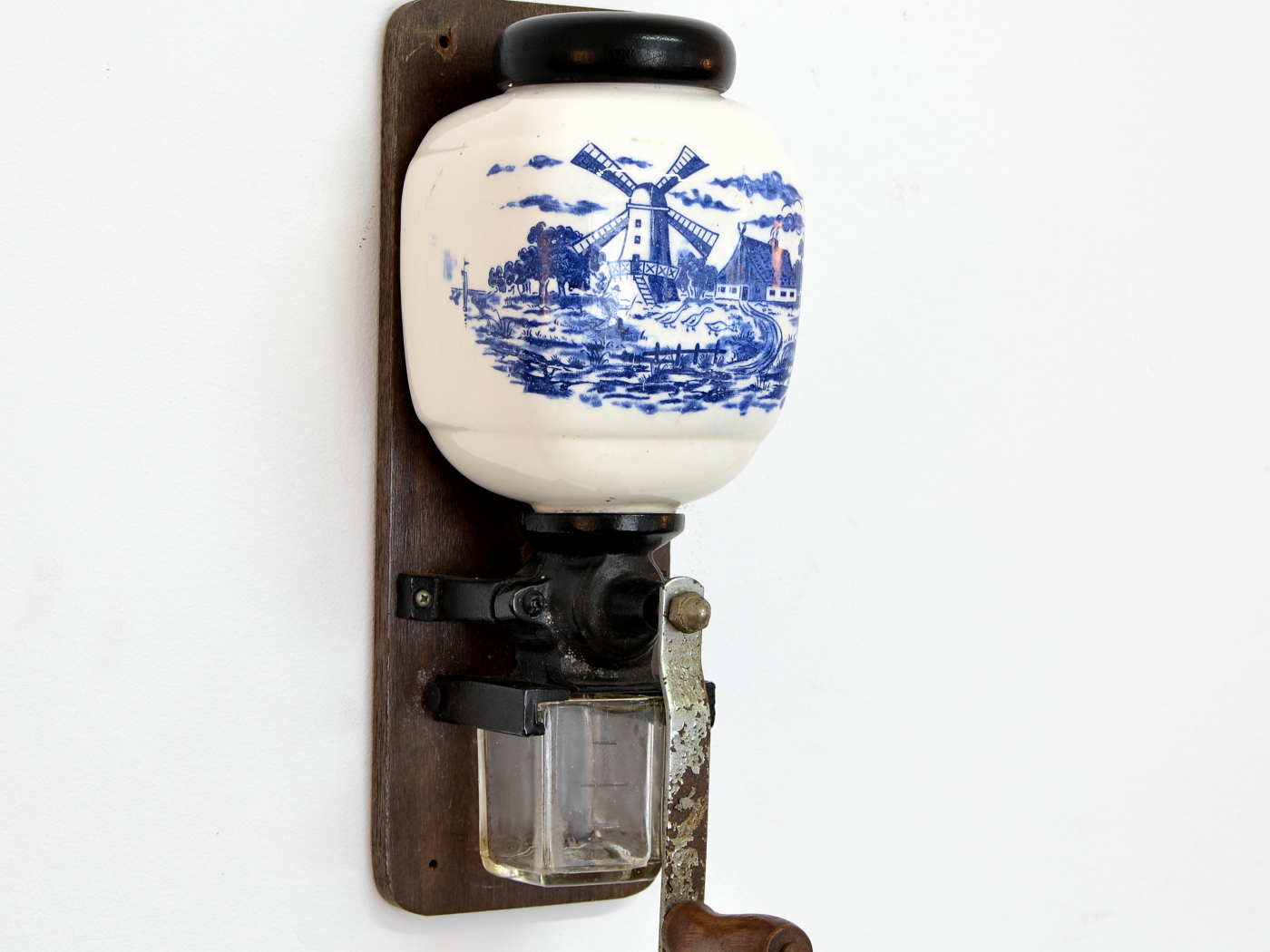Rasnita cu ceramica Delft Blue