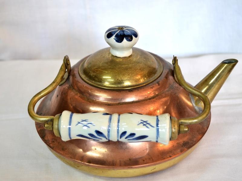 Ceainic realizat din alama si arama