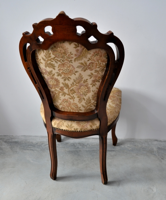 Set 4 scaune stil Louis al XV-lea din lemn de nuc si tapiterie belgiana.