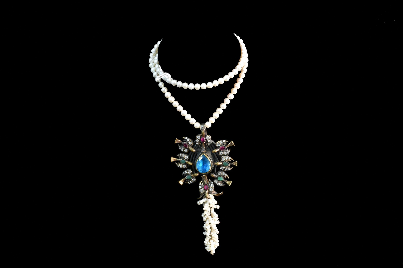 Colier din perle si cristale