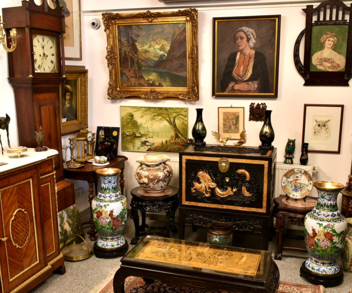 AntiquesCenter-Front1