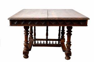Masa din lemn de nuc , stil Henri VI .