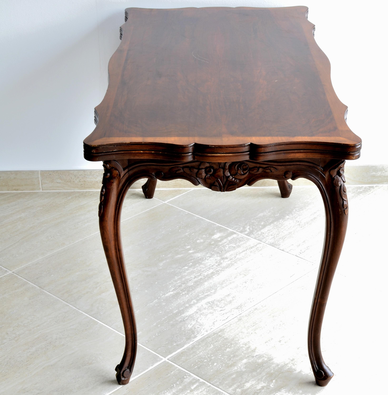 Masuta stil Louis al XV lea din lemn de nuc furniruit