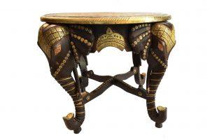 Masa din lemn exotic si detalii din alama