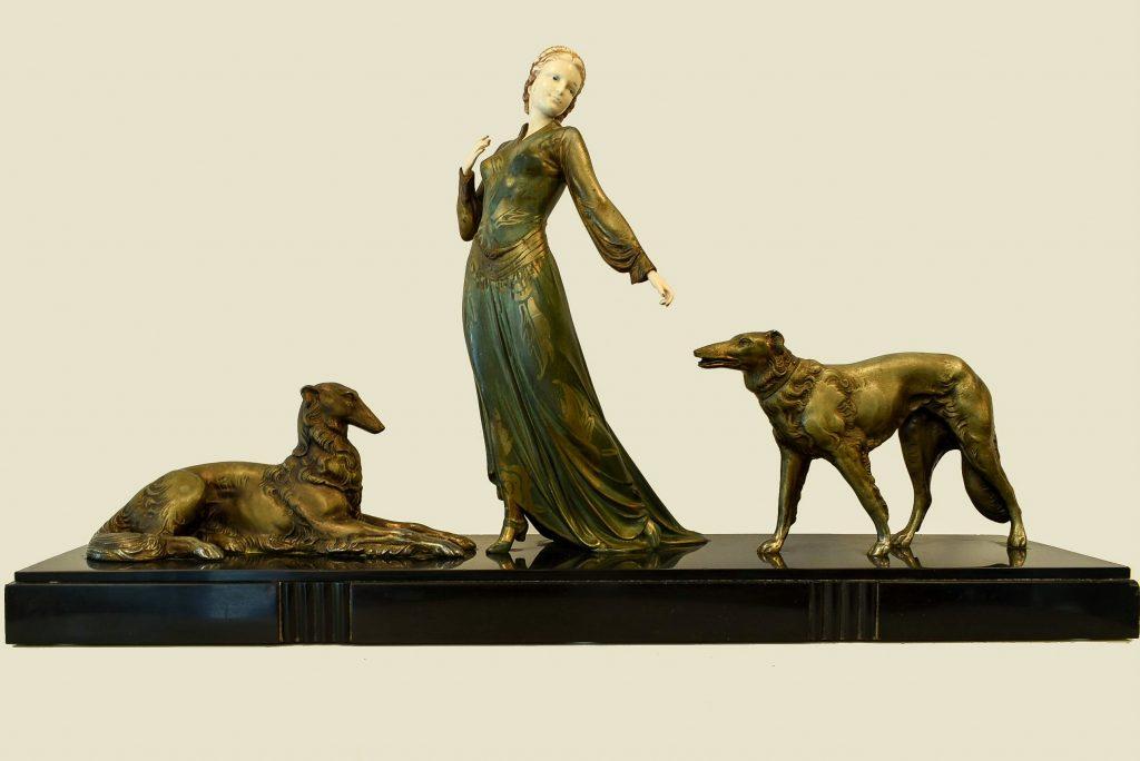 "Grup statuar Art Deco "" Doamna cu caini Barzoi """