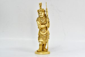 Statueta din fildes , luptator japonez