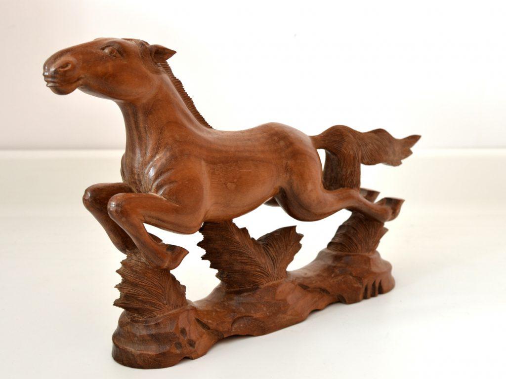 Statueta cal in galop din lemn exotic