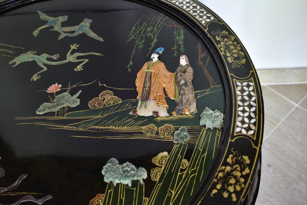 Masuta chinezeasca veche cu pietre semipretioase si fildes