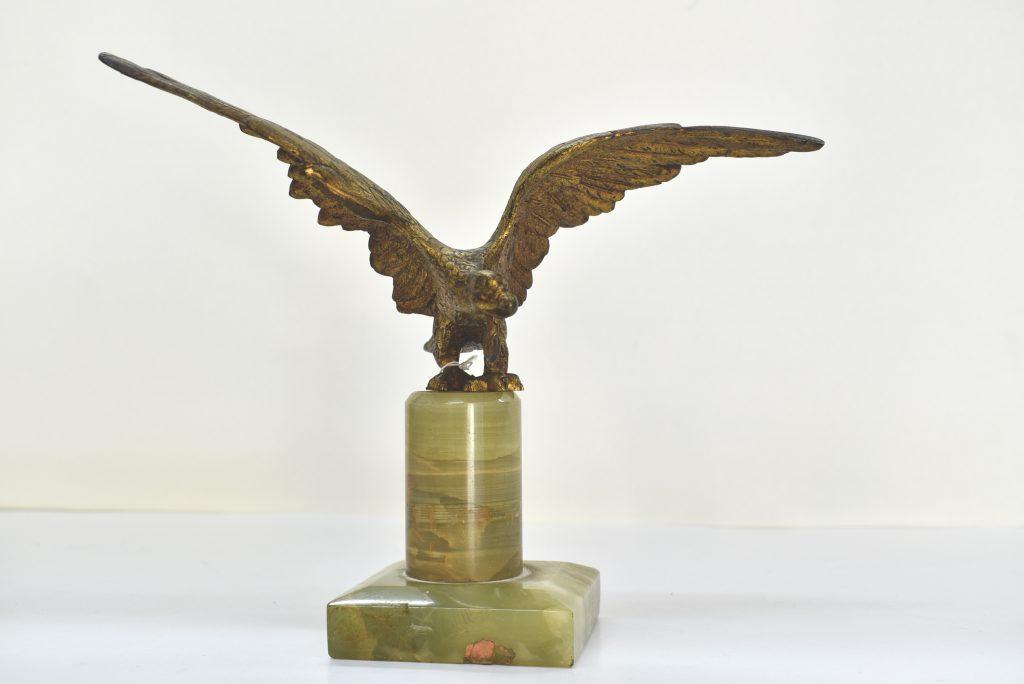 Statueta din bronz masiv cu suport din marmura