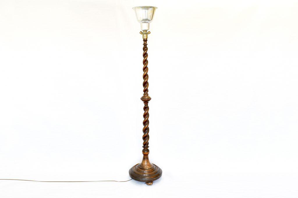 Lampadar cu picior din lemn de nuc si abajur aluminiu
