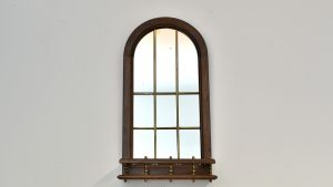 Oglinda cu rama si etajera
