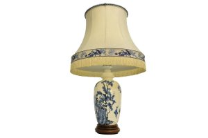 Lampa chinezeasca cu corp de portelan