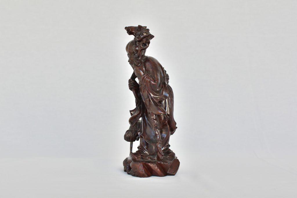 Statueta Intelept cu piersica