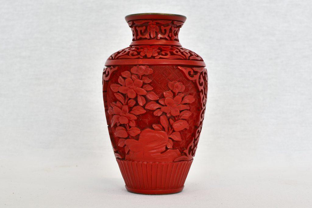 Vaza din cinabru