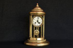 Ceas cilindric cu coloane