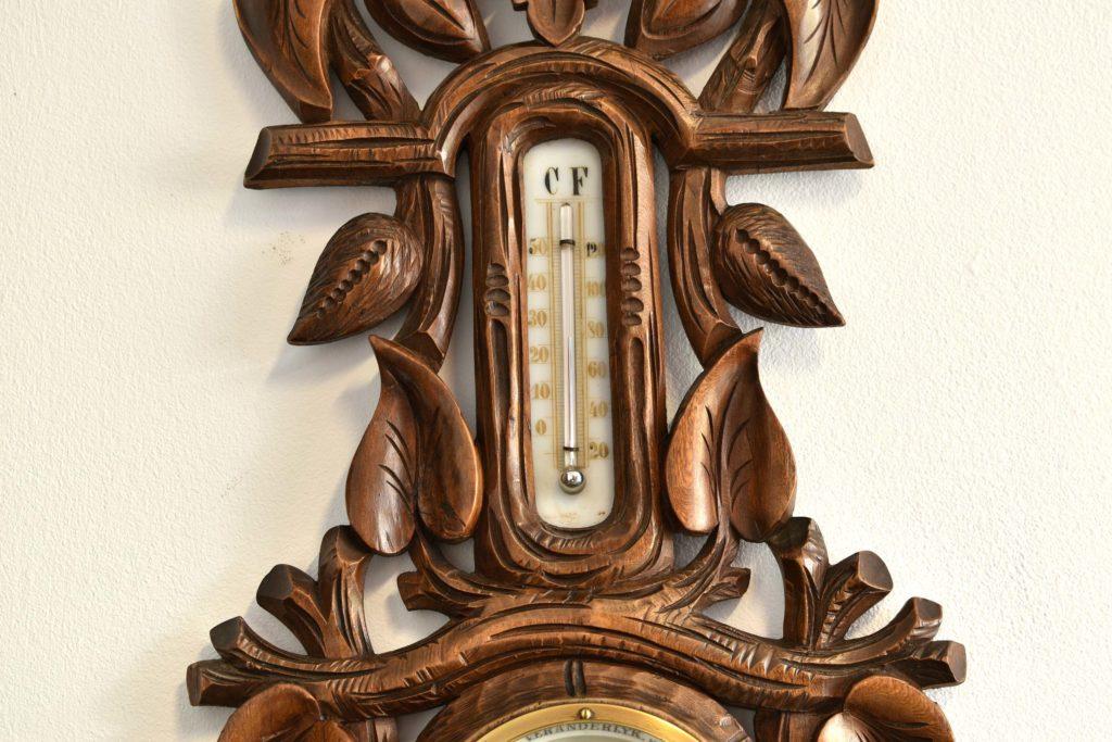 Barometru aneroid cu lemn sculptat