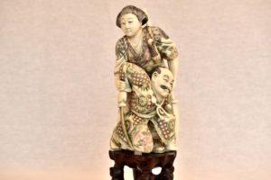 Statueta din fildes scena de lupta cu razboinica Itagaki