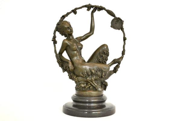 Statuie din bronz semnata Aurore Onu
