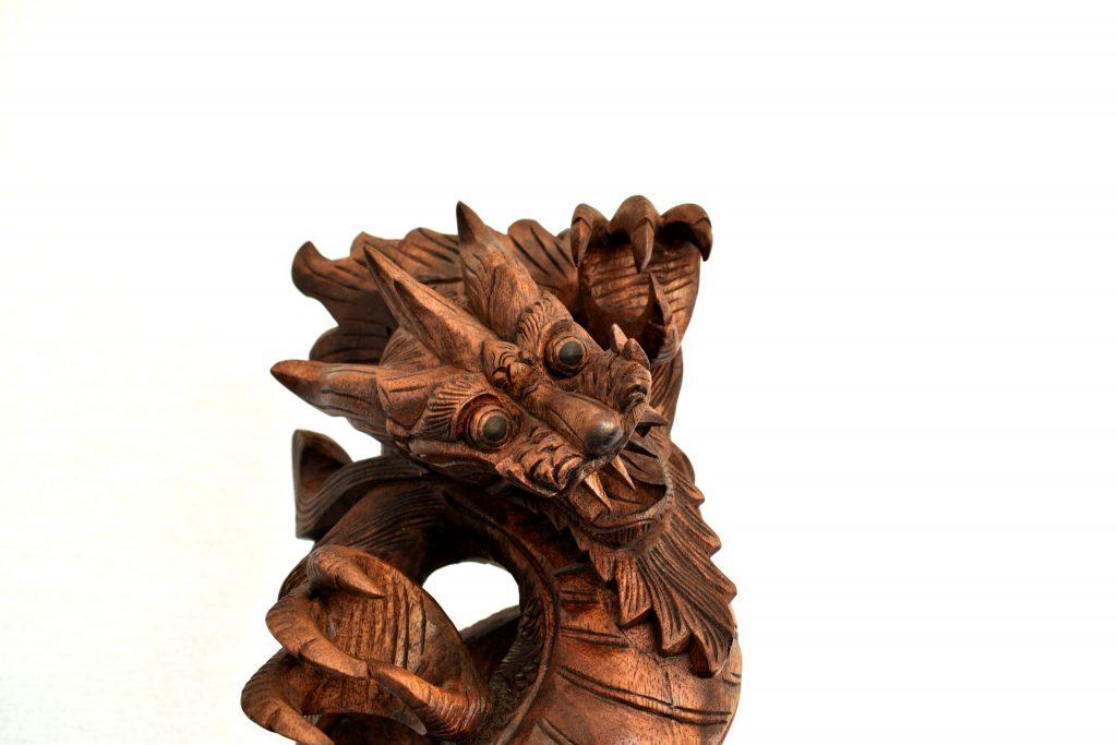 Dragon chinezesc din lemn de suar
