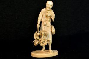 Statueta din fildes Vanzatorul de flori