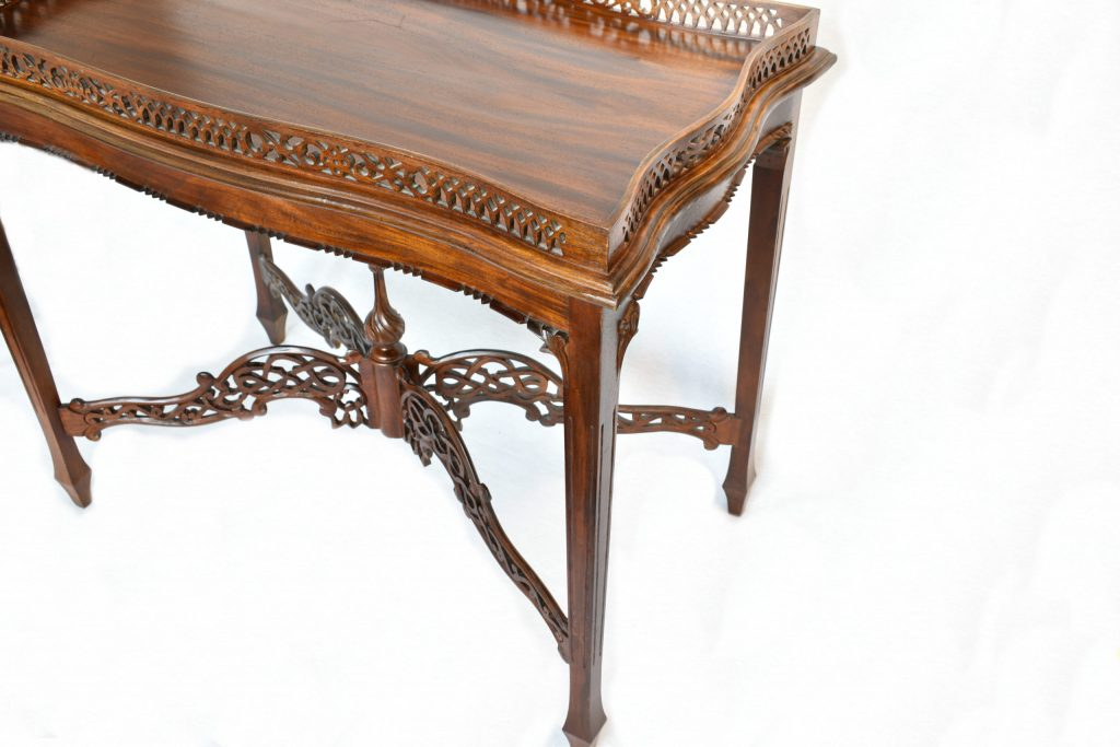 Masa orientala din lemn exotic