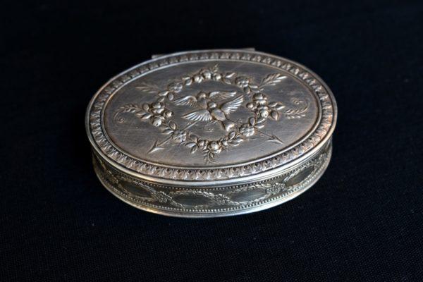 Cutiuta de medicamente din argint