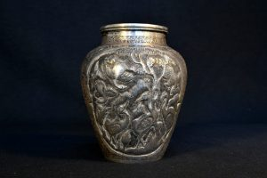 Vaza iraniana din argint