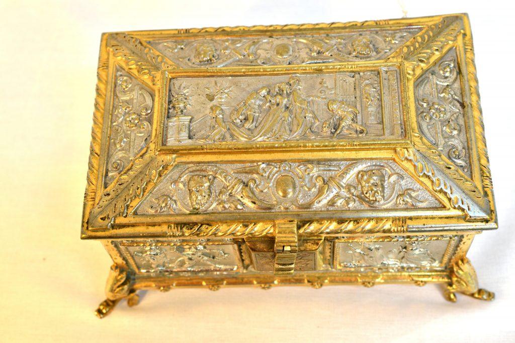 Cutie de bijuterii din bronz argintat