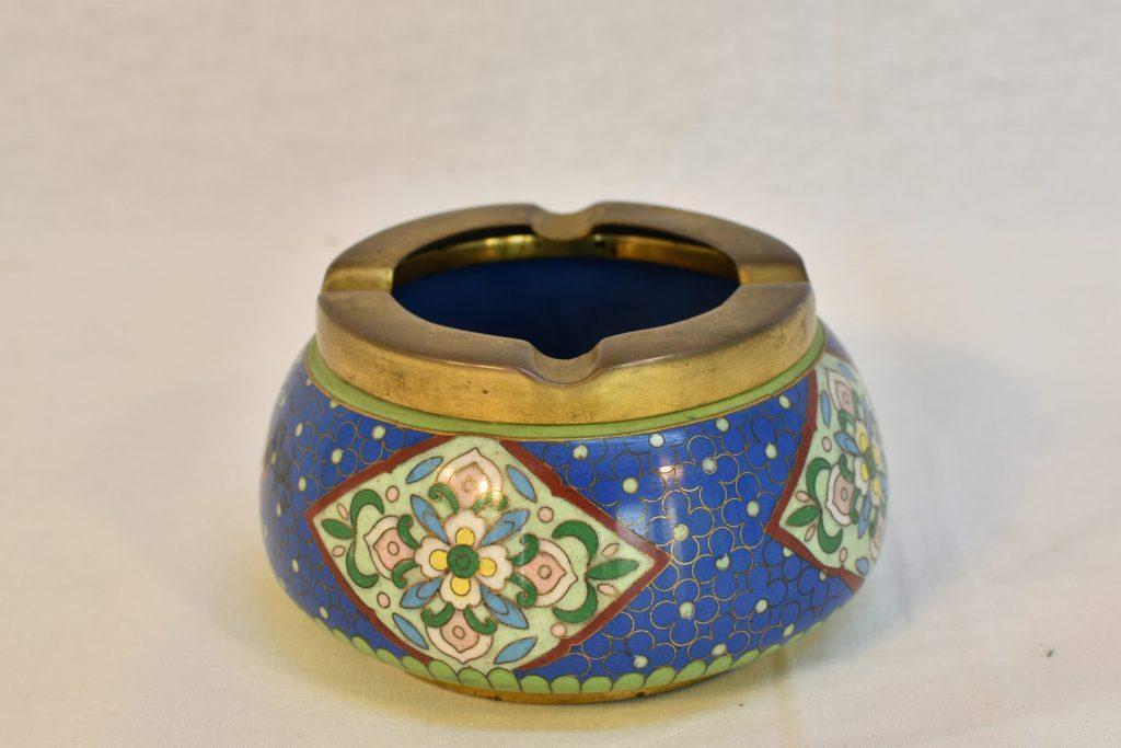 Scrumiera albastra din Cloisonne