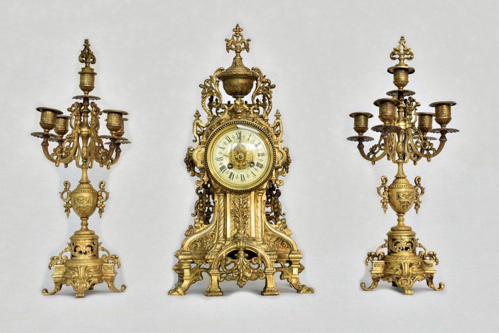 Ceas din bronz cu sfesnice