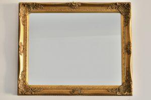 Oglinda cu rama de lemn si gips